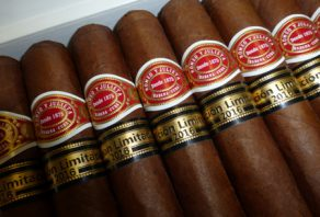 Romeo y Julieta Capuletos now available
